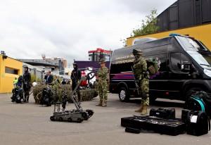 INN012. BOGOTÁ (COLOMBIA), 30/10/2014.- Fotografía del 29 de octubre de la cuarta versión de Expodefensa en Bogotá. Colombia se prepara para un escenario de posconflicto en el que la innovación tecnológica que hoy se emplea para combatir a los grupos al margen de la ley esté al servicio de la seguridad ciudadana y haga parte de una industria militar de referencia en América Latina, como lo demuestran los adelantos que se exhiben en la cuarta versión de Expodefensa. COLOMBIA.INN/LEONARDO MUÑOZ.